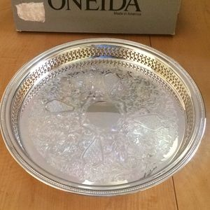 New in box, Vintage Oneida Silverplated Tray